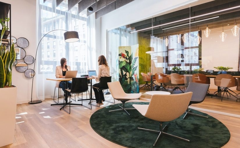 How much does it cost to rent coworking space in London?